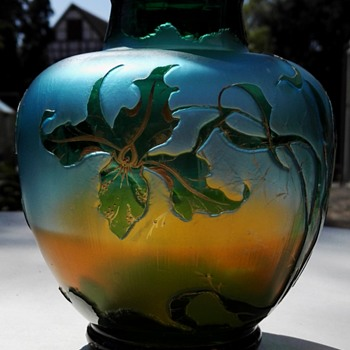 A Harrach Vase with 'Kiralfi' Décor - Art Glass