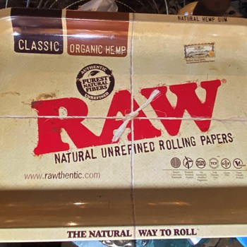 RAW Unrefined Rolling Papers - Cleaning / Rolling Tray - Advertising