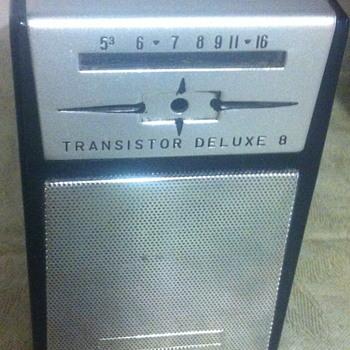 Transistor Deluxe 8 radio. - Radios