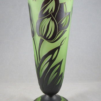 Looks like a Loetz, marked Daum Nancy? - Art Glass