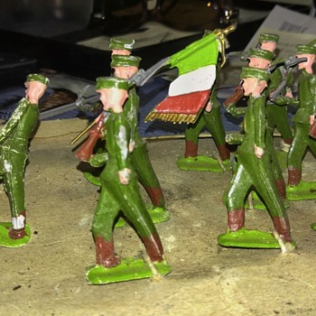 WW II SOLDIERS - Toys