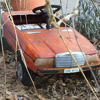 Neat toy car rusting away. - Toys