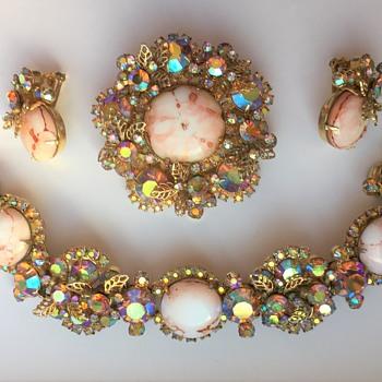 DeLizza & Elster Juliana Brooch, Bracelet & Earrings Set - Baroque Style - Costume Jewelry