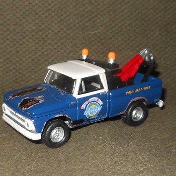 Johnny Lightning 1965 Chevrolet Tow Truck 2004 and 2017 - Model Cars