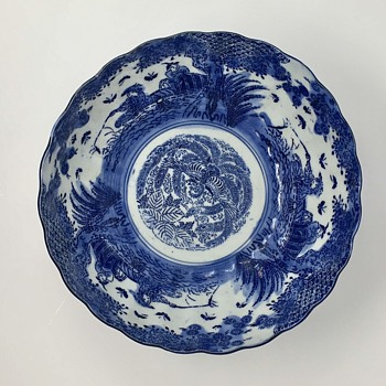 Blue asian bowl with distinct mark on bottom - Asian