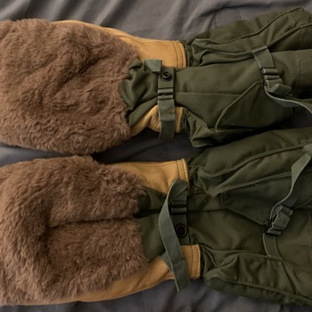 World War II military Mitt gloves?? - Accessories