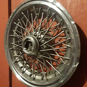old GM (?) wire spoked hubcap - Classic Cars