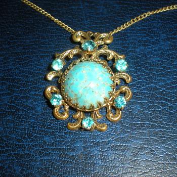 Art Nouveau pendant with chain. - Art Nouveau