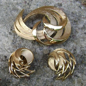 Crown Trifari Swirl Brooch and Earrings - Costume Jewelry