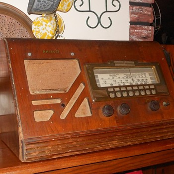 Philco Model 39-25T  Wood Table Top Radio 1939