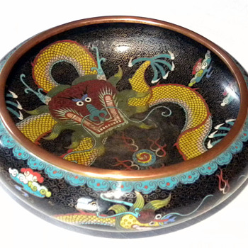 A Chinese enamel coloisonne dragon bowl - Asian