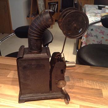 Magic Lantern and Film - can anyone identify it?