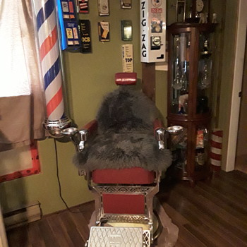 1940-50s Belmont barber chair and pole - Furniture