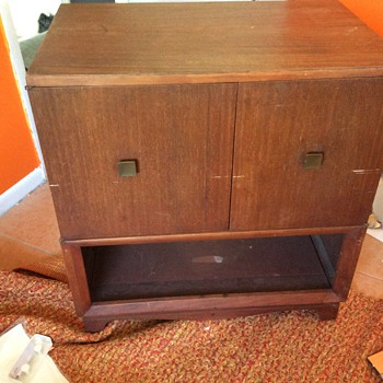 TV cabinet bar not sure whirly what it is ?
