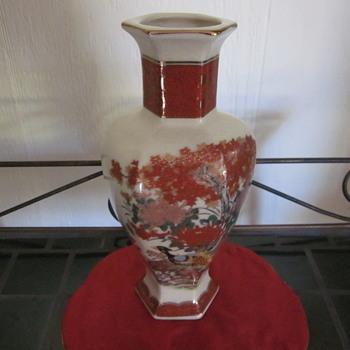 Fantastic  Vase need help on Mark and vase type  - Asian