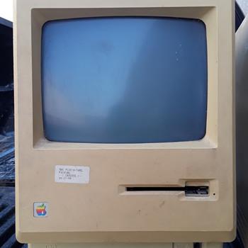 vintage APPLE MACINTOSH PLUS 1Mb computer - Electronics