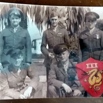 WWII Photo of 5 Men and a Military Patch Need ID of Year Time & Patch Name - Military and Wartime