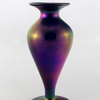 Imperial FH 200 Vase - Free Hand Line - Art Glass