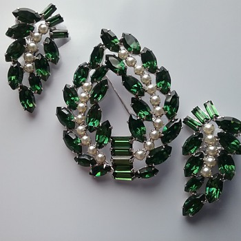 B David brooch and earrings set  - Costume Jewelry