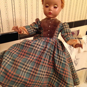 Can anyone identify this doll? - Dolls