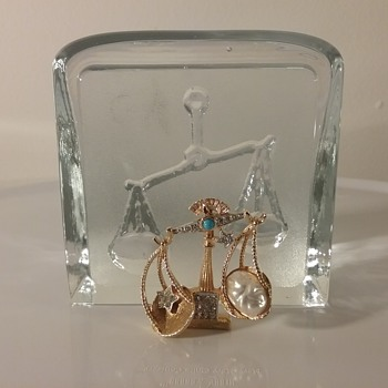 PIM Libra brooch, Nybro Isling Libra glass paperweight  - Art Glass