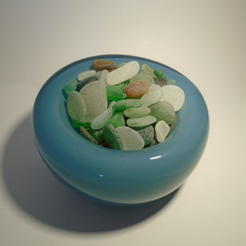 Valner glassworks art glass 'pillow' bowl with sea glass from Finisterre, Spain – Czech art glass - Art Glass
