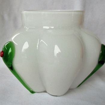 Lobbed Jar By Kralik, Pearlescent And/Or Opalescent Two Layer Glass With Green Tadpoles - Art Glass