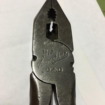 """Sunshine 1942 Defence Department 7"""" pliers"""