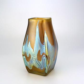Loetz Phänomen Genre 7773 circa 1899, rare crossed arrow signature - Art Glass