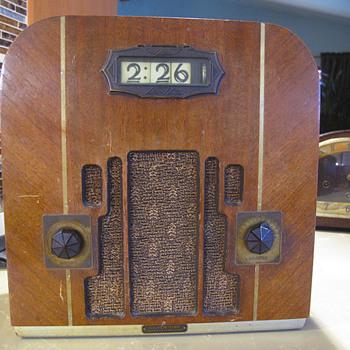 Sears Silvertone clock radio Model 1403,  1933 - Radios