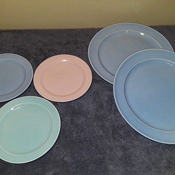 five pcs. LU-RAY PASTELS plates, ca. 1948 - China and Dinnerware
