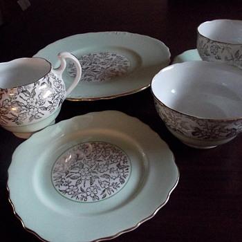 41 piece tea set Royal Vale - China and Dinnerware