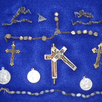 Box of religious items dug-up with a metal detector - Fine Jewelry