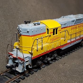 Athearn GP9 Diesel Electric Locomotive Union Pacific HO Gauge - Model Trains