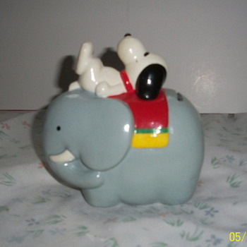 Snoopy on elephant bank - Advertising