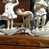 Figurines 3 children on the beach