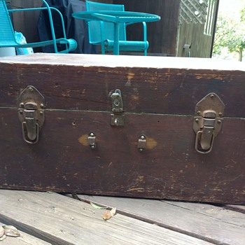 Wooden trunk or chest - Furniture