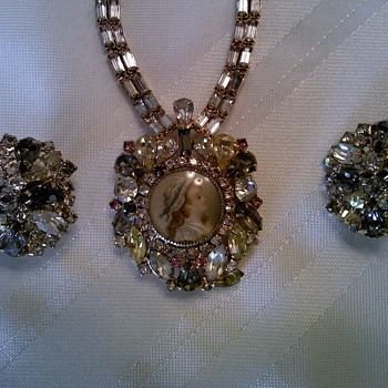 HOBE 57-Necklace, matching earrings - Costume Jewelry