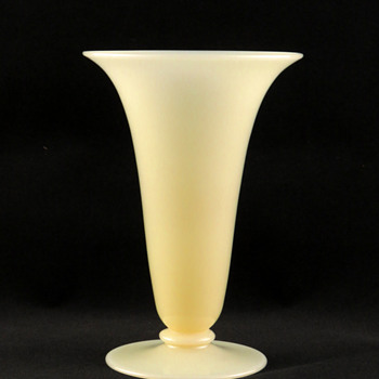 Carder era Steuben 2909 Ivory Vase - Art Glass