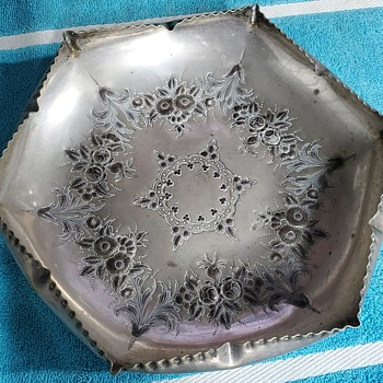 Tray or Dish and what use does it have - Silver