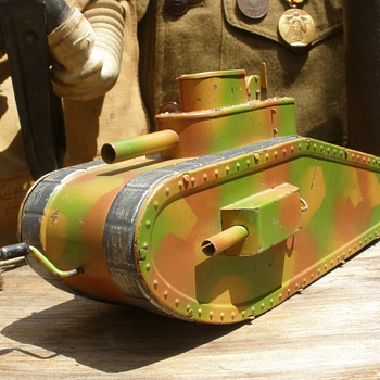 Hausser Model 0/730 - Erbsenfeuernden (Rapid Firing Tank). 1920s tinplate with flywheel. Germany. - Military and Wartime