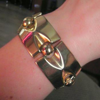 Sperry gold tone bracelet