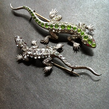 Same unknown maker, 2 paste and silver lizards. - Fine Jewelry