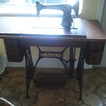 1893 Singer Sewing Machine - Sewing