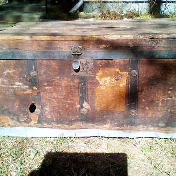Vintage mystery wooden box - Furniture