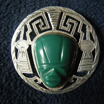 LARGE VINTAGE MEXICAN STERLING SILVER CARVED GREEN JADE MASK PENDANT BROOCH signed Bernice Goodspeed  - Fine Jewelry