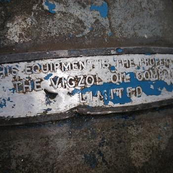 Vigzol blue 5 gallon returnable oil can - Petroliana
