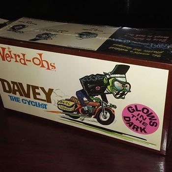 1960's Weird Oh's Davey Cyclist Glow in the dark model kit ! SEALED ! - Toys