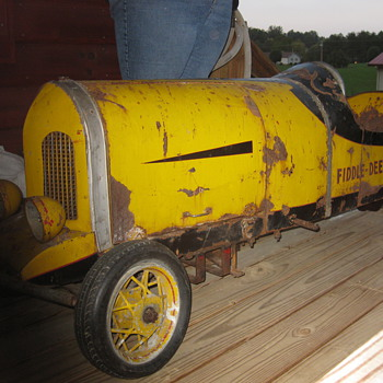 Looking for any info on this race car Fiddle Dee Dee  - Model Cars