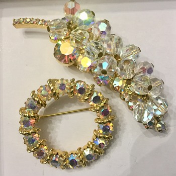 Two sparkly brooches - Costume Jewelry